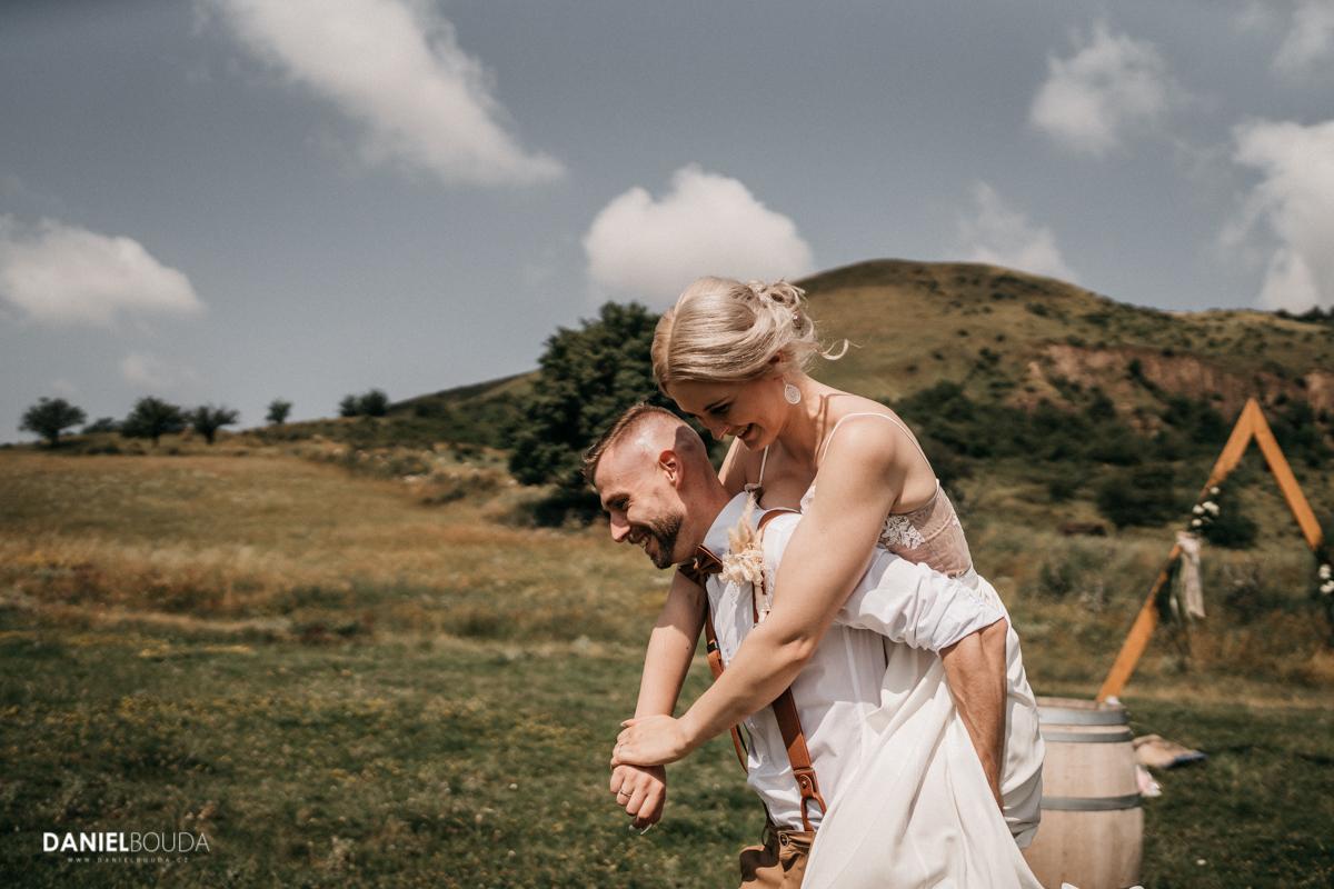 Přirozené svatební fotografie - fotograf chomutov